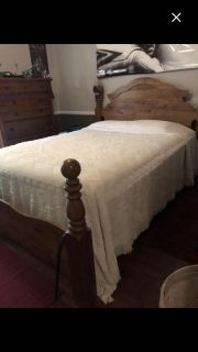 Beautiful chenille queen bedspread. No rips or stains. No smoke or pets