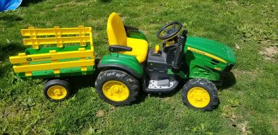 John Deere ride on! Needs Battery/Charger and front wheel messed up. Selling as is! FCFS