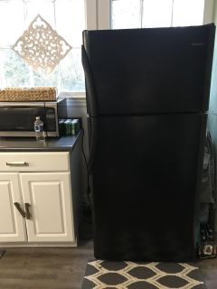 Refrigerator clean and works perfect