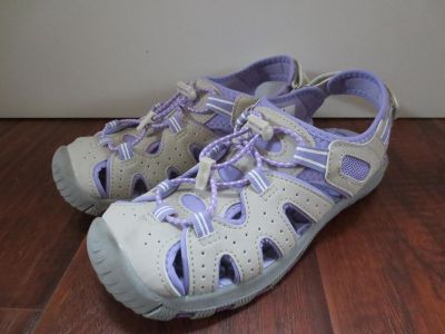 Khombu size 4 shoes in very good shape(worn once)