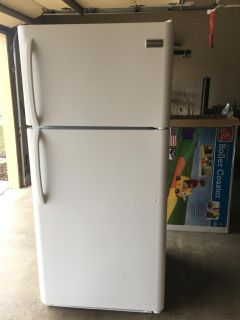 LIKE NEW USED LIGHTLY AS SECOND FRIDGE INDOORS 18 CUBIC FT FRIGIDAIRE REFRIGERATOR- PERFECTLY CLEAN AND READY TO LOAD- PURCHASED FOR $388 AT
