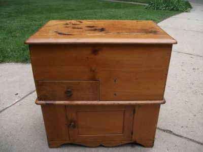 ANTIQUE DRY SINK COMMODE
