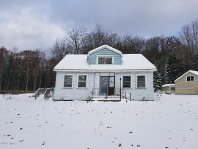 3 Bed 1 Bath Foreclosure Property in Lakeville, PA 18438 - Lakeshore Dr