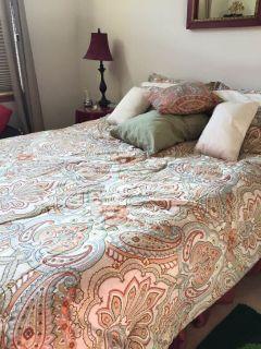 Qeen bed - must go