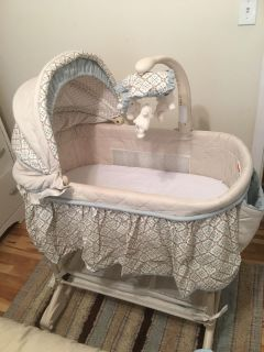 Excellent condition/like new baby bassinet