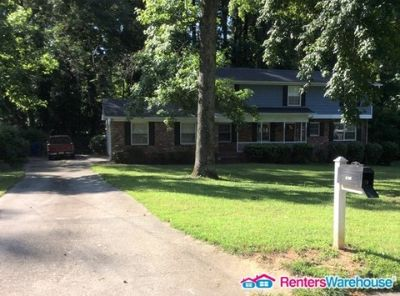 Nicely Renovated and Large 4 Bedroom in Cascade!