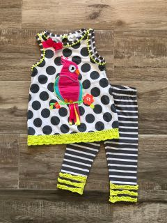 Rare Editions parrot outfit. Size 4T.