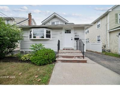 3 Bed 2 Bath Foreclosure Property in Lynbrook, NY 11563 - Forest Ave