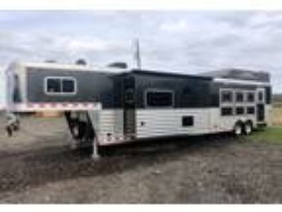 2018 Elite Trailers 4 Horse Trailer with Living Quarters