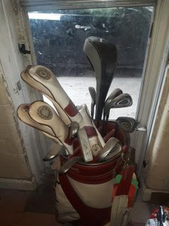 Left handed golf club set and bag
