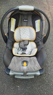 Chicco keyfit30 baby car seat carrier and base
