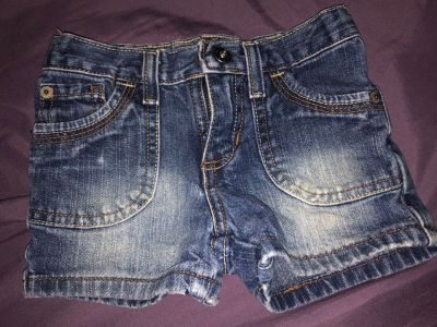 Girls Arizona brand jean shorts size 4 slim $2.00, located in Bethlehem. Cross posted.