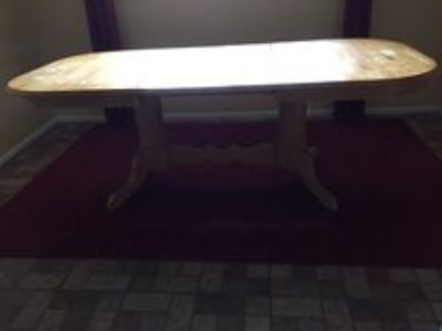 2 leaf expandable dining table with chairs and bench.