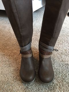 Women s brown boots size 7.5