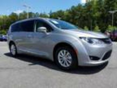used 2019 Chrysler Pacifica for sale.