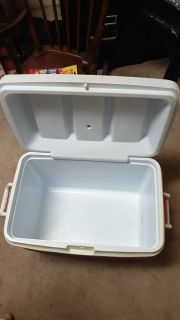 Rubbermaid Large Cooler Red