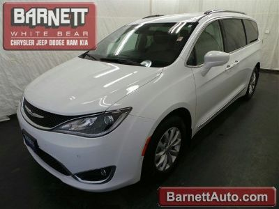 2018 Chrysler Pacifica Touring L Plus (Bright White Clearcoat)