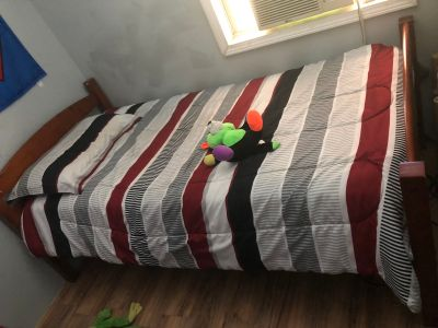 2 twin size beds in good condition lift it in West Columbia