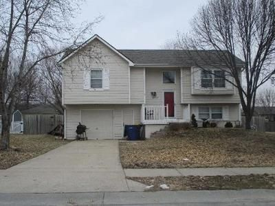 3 Bed 1.5 Bath Foreclosure Property in De Soto, KS 66018 - W 87th Ter