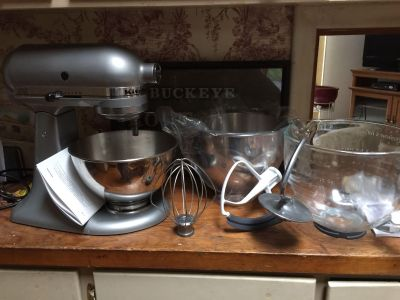 Kitchen Aid Mixer in perfect condition (used 2x)