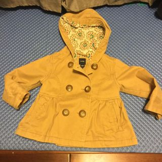 Adorable 2T Gap Tan jacket with hood-gently used