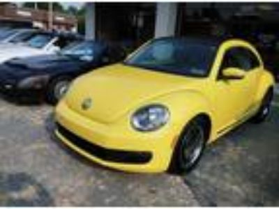 Used 2012 VOLKSWAGEN Beetle 2.5L w/Sunroof in Kennett Square, PA