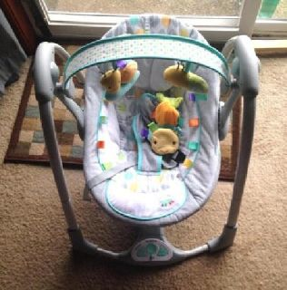 Excellent condition Taggies infant swing