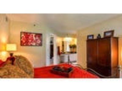 Great Central Location 2 BR, 2 BA