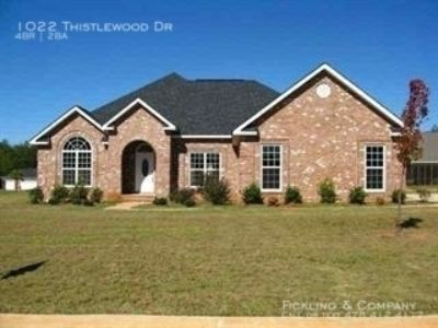 Single-family home Rental - 1022 Thistlewood Dr