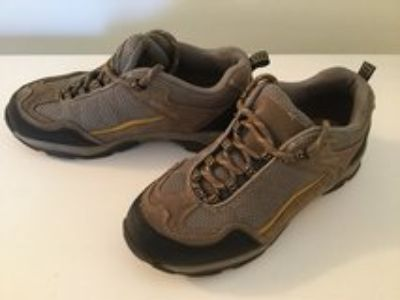boys size 2 Sonoma shoes