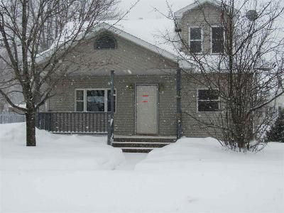 3 Bed 1 Bath Foreclosure Property in Clintonville, WI 54929 - 10th St