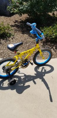 "16"" minnion bike with training wheels"