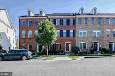 8119 Westside Blvd Fulton, Luxury 3 Lvl 3 BD/2.5 BA Townhome
