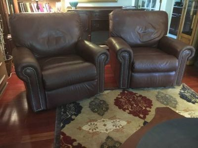 Two Brown Leather Electric Recliners. 200$ each. 300$ both
