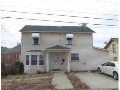2 Bed 1 Bath Foreclosure Property in Burgettstown, PA 15021 - Hillcrest Ave