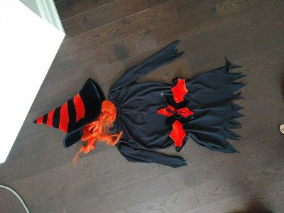 HALLOWEEN is comimg: girls Witches costume
