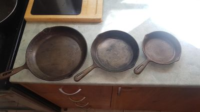 Set of 3 vintage Cast Iron Skillets / Frying Pans made in Taiwan, good used condition