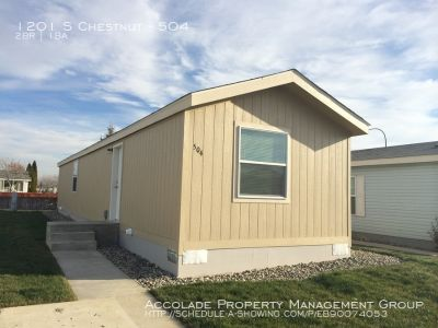 Neat and Clean 2 Bedroom 1 Bathroom home with Washer and Dryer