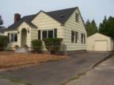 Charming Cape Cod Style Home Near Wapato Park