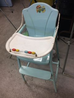 VINTAGE DOLL HIGHCHAIR......