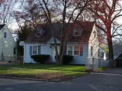 3 Bed 1 Bath Foreclosure Property in Springfield, MA 01109 - Breckwood Blvd