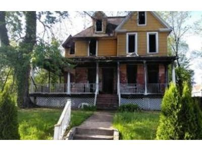 5 Bed 3.5 Bath Foreclosure Property in Baltimore, MD 21215 - Belvieu Ave