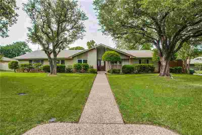 3917 Weeburn Drive DALLAS Four BR, Fall in love with fabulous
