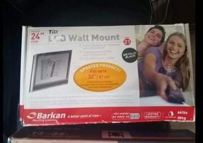 """24"""" to 34"""" TV wall mount $12"""