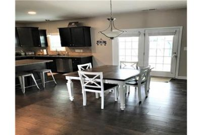 4 bedrooms House - Come home to this spacious home that has a formal dining room. Single Car Garage!
