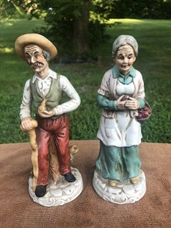 VINTAGE PAIR OF PORCELAIN FIGURINES , MAN AND WOMEN