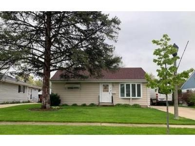 4 Bed 2 Bath Foreclosure Property in Mount Prospect, IL 60056 - N School St