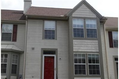 LIKE NEW 3 BEDROOM 4 BATH TOWNHOME IN SOUGHT AFTER FOXBOROUGH FARMS IN.