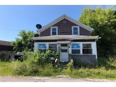 3 Bed 1.5 Bath Foreclosure Property in Hoosick Falls, NY 12090 - Water St