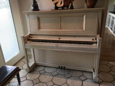 Shabby chic piano with great insides